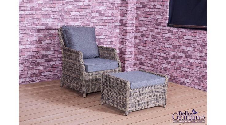 Stílusos Bello Giardino műrattan kerti fotel, lábtartóval, a romantikus darabok kedvelőinek. Elegáns, emellett nagyon praktikusan használható a teraszon, a verandán vagy a kertben. A fonat kiváló minőségű polyrattanból készül, így szélsőséges