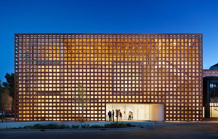 Nya byggnader med avancerade takkonstruktioner, Aspen Art Museum av Shigeru Ban, foto av Michael Moran – http://www.tidningentra.se/reportage/med-blicken-mot-husets-femte-fasad #arkitektur i #trä