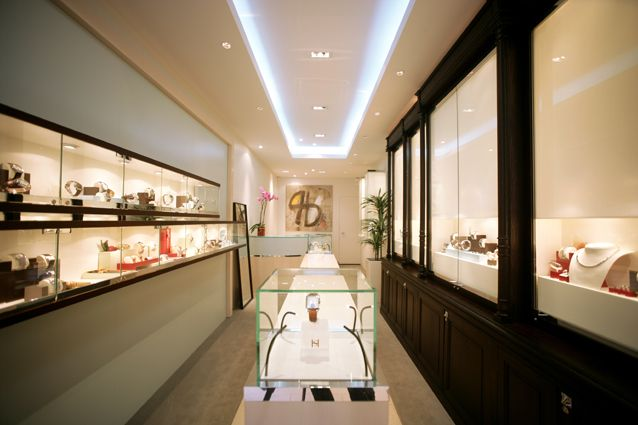 326, rue Saint-Honoré houses all the SAINT HONORE collections – watches for men and women, jewellery, accessories (pens, cufflinks) – in a setting that celebrates all the excitement and pleasure of the brand.