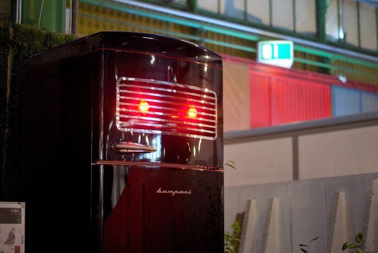#frigorifero IlRedeiFrigo #Re sulla poppa della nave proposta nello spazio #Cersail a #Cersaie2016 #Cersaie #Bompani #architettura #Frigoriferi #Design #arredamento #MadeInItaly #black #robot #robbytherobot #nero #arte #art
