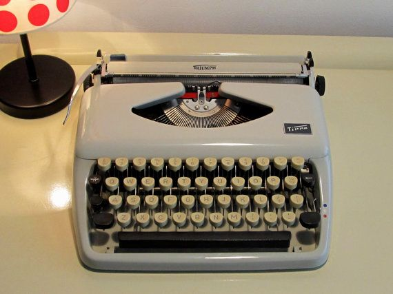 25%OFF Vintage Manual Portable Typewriter Triumph Tippa with Case