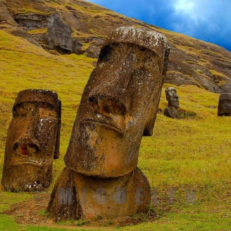 TO DO: Visit Rapa Nui National Park. [Chile, South America]