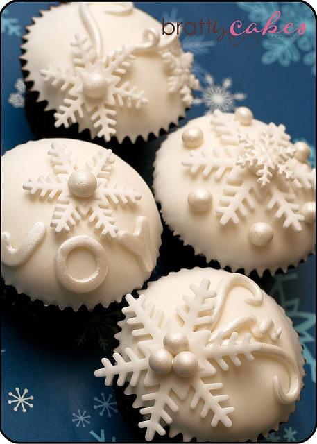 Holiday Snowflake Cupcakes