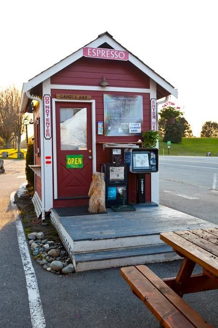 Tiny House Coffee Shop In 2020 Small Coffee Shop Cafe