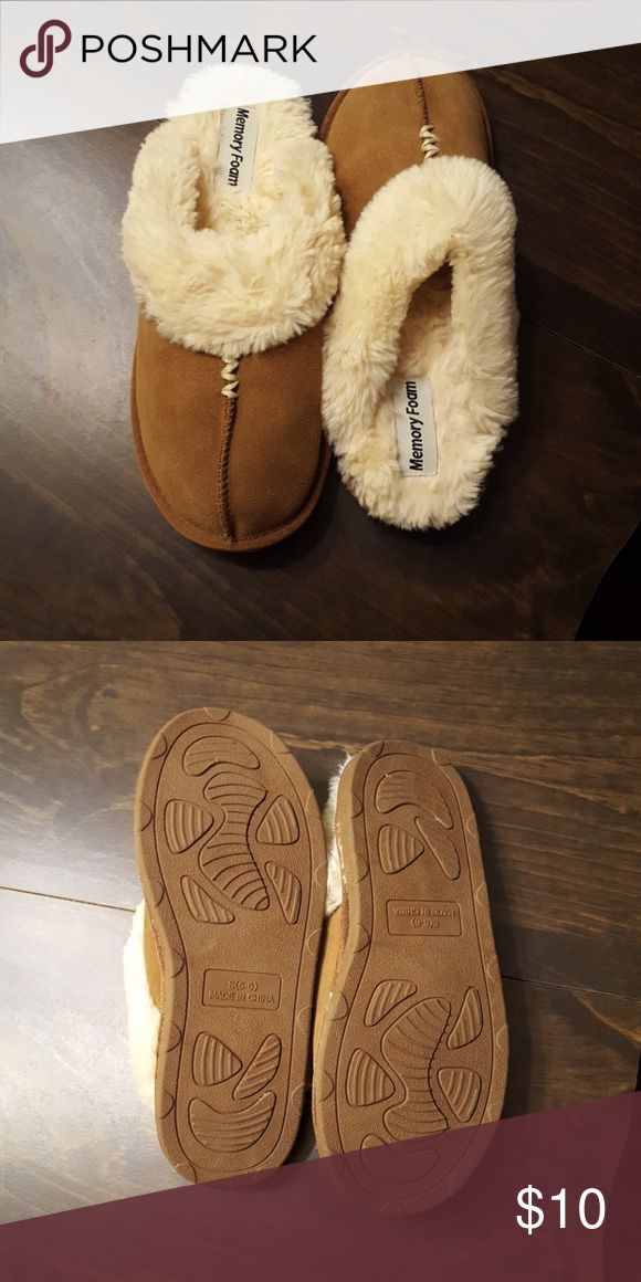 Memory foam slippers Never been worn!! Size small (5-6). Faux fur inside Shoes Slippers