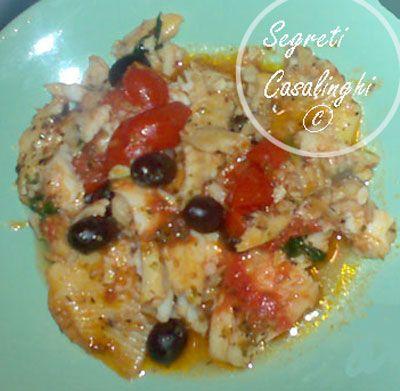 platessa pomodori olive,platessa con pomodori e olive,ricetta platessa con pomodori e olive, secondi piatti pesce,ricetta platessa con olive,platessa e sugo