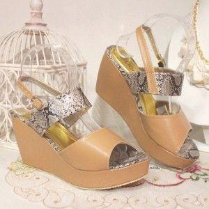 Sepatu Wedges Sienna Krem IDR237.000 SIZE 36-40 Hubungi Customer Service kami untuk pemesanan : Phone / Whatsapp : 089624618831 BBM : 79EE2480 Line: Slightshoes Email : order@slightshop.com