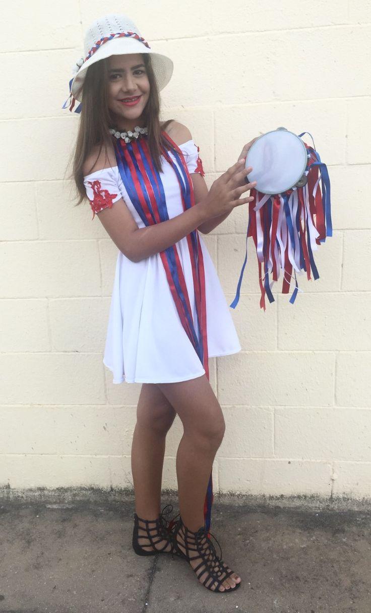 Produção de um look de dança para a Disciplina Materiais Têxteis, do curso de Produção de Moda, da ETA - UFAL. Escolhemos o Pastoril, que faz parte do Folclore Alagoano, e a Diana, personagem que simboliza os cordões azul e encarnado.  A modelo é @_costaclara_ Mini Miss Verão AL 2015.
