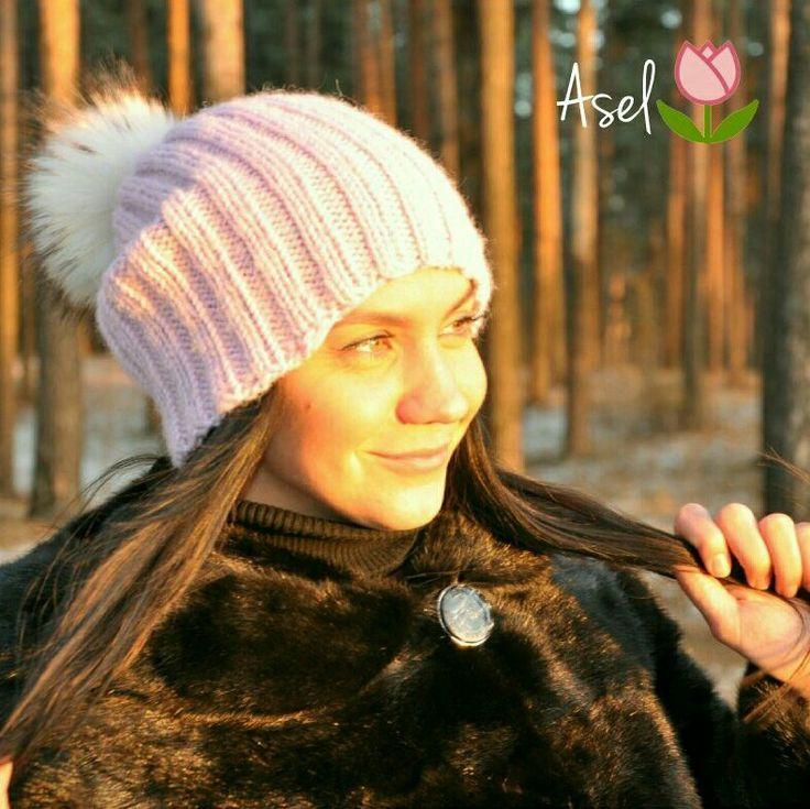 шапка зимняя спицами из мериносовой шерсти, альпаки и шелка. Помпон енот