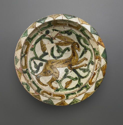 Arts of the Islamic World | Bowl, 12th-13th century, Saljuq period, Earthenware incised and painted over glaze, H: 8.2 W: 25.1 cm, Iran, F1967.4