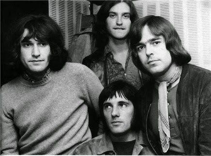 """A volte basta una lametta Gillette per trovare un sound rivoluzionario... l'incredibile storia di come i Kinks composero l'hit """"You Really Got Me"""""""
