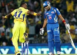 आइपीएल-6 के पहले क्वालीफायर मुकाबले में चेन्नई सुपर किंग्स और मुंबई इंडियंस के बीच जोरदार मुकाबले की उम्मीद है. ये दोनों टीमें प्लेऑफ में टॉप 2 में हैं. इस मैच में जो टीम जीतेगी वह फाइनल में ज�...