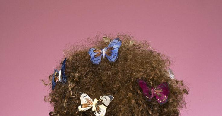 Tratamento das raízes para a reparação de cabelos danificados. A chave para o cabelo lindo e brilhante é ter raízes saudáveis. O cabelo é protegido naturalmente quando escovado, uma vez que as cerdas distribuem os óleos das raízes ao longo de todas as suas vertentes. No entanto, o cabelo danificado devido aos raios ultravioleta, a falta de escovação, ou couro cabeludo seco pode precisar de um pouco de ajuda ...