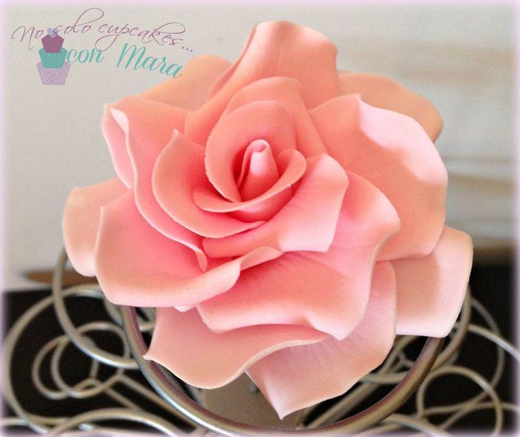 Hola! Os diré una cosa... Me encantan las flores y me encantan las rosas (pero esta no es una novedad, diréis), y cuando me puse yo ...