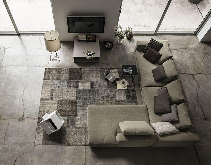 Soggiorno by ARKETIPO FIRENZE. Marea divano, Armonia tavolino, Jediz-Patchwork tappeto.