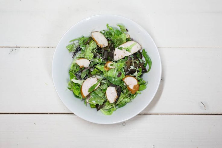Fashion Container's kip-auberginesalade met RucolaCress #discoverfresh