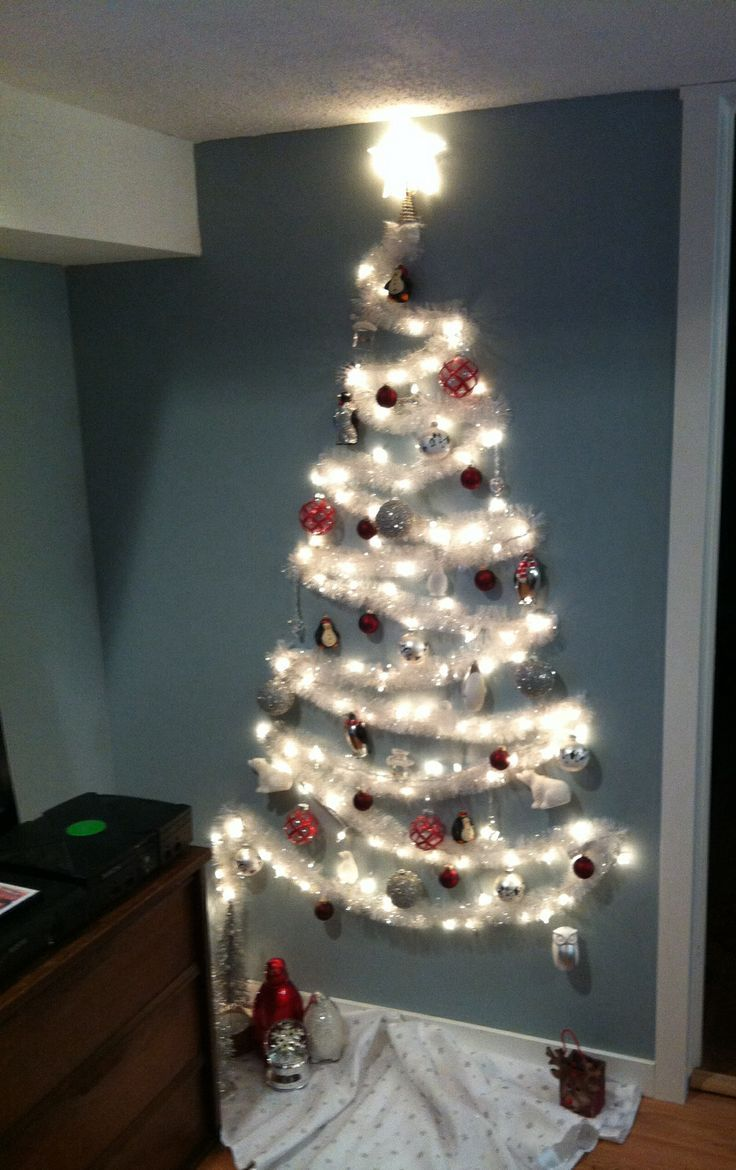 Christmas tree door decoration - 37 Inspiring Christmas Tree Ideas For Small Spaces