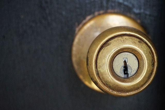 Escape game Wien Manchmal erfordert es, viele Türen und Vorhängeschlösser zu öffnen. Herzlich willkommen! http://www.openthedoor.at/de/contact/ #escape #game #Wien #Vienna #room #spiel