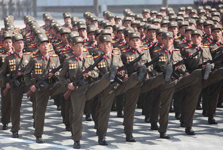 In het leger lijkt niemand een persoonlijke identiteit te hebben, doordat men het zelfde gedrag vertoont en de zelfde kleren aan heeft