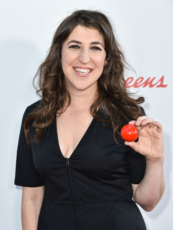 Mayim Bialik attends the NBC's Red Nose Day Special in LA http://celebs-life.com/mayim-bialik-attends-nbcs-red-nose-day-special-la/ #mayimbialik