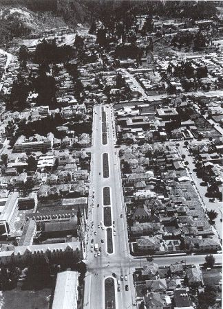 Bogota años 60s: Avenida Chile, Iglesia de La Porciuncula - Foto: Hernan Diaz