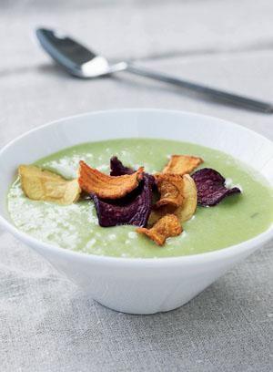 Kartoffel-porre-suppe med rodfrugtchips | Magasinet Mad!