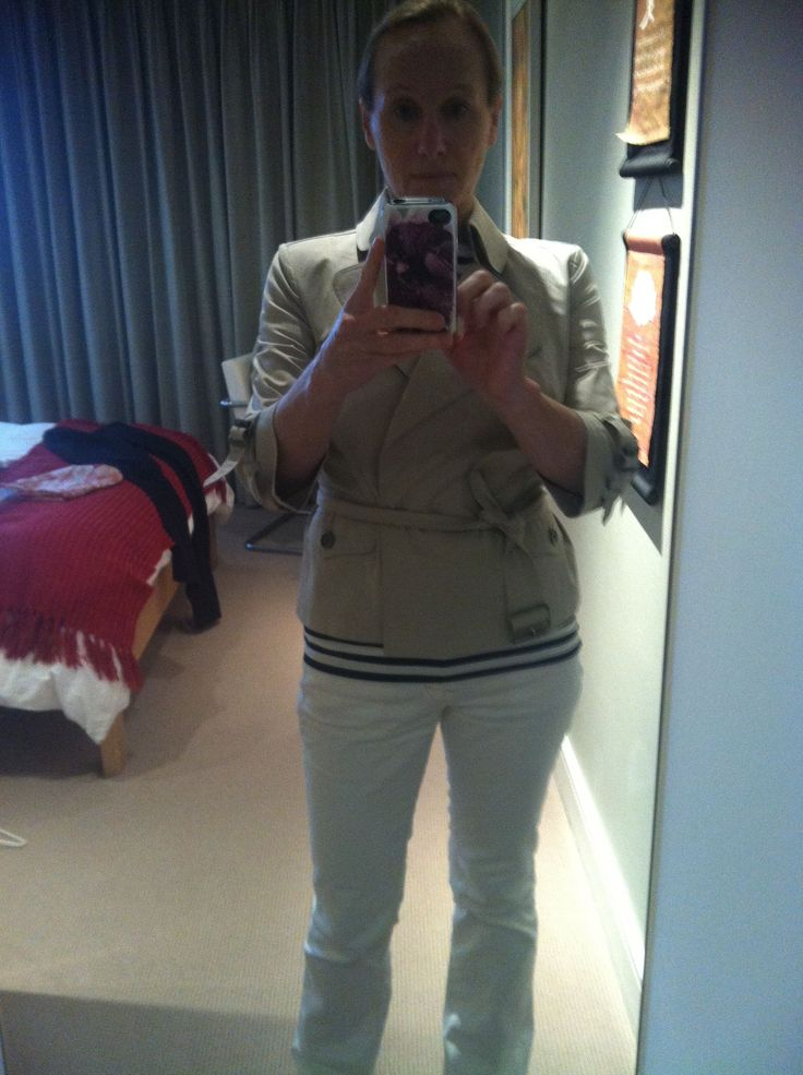 Short fitted Burberry Trench