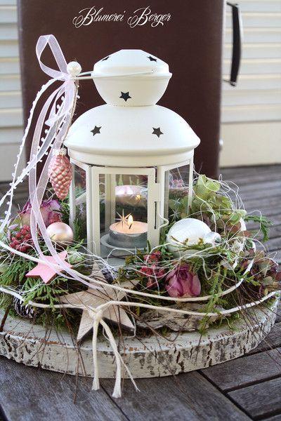 Christmas table decoration Use an electric tea lig…