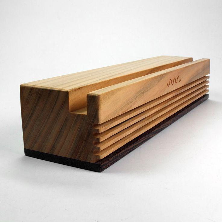 Altavoz Radio en madera de cerezo.