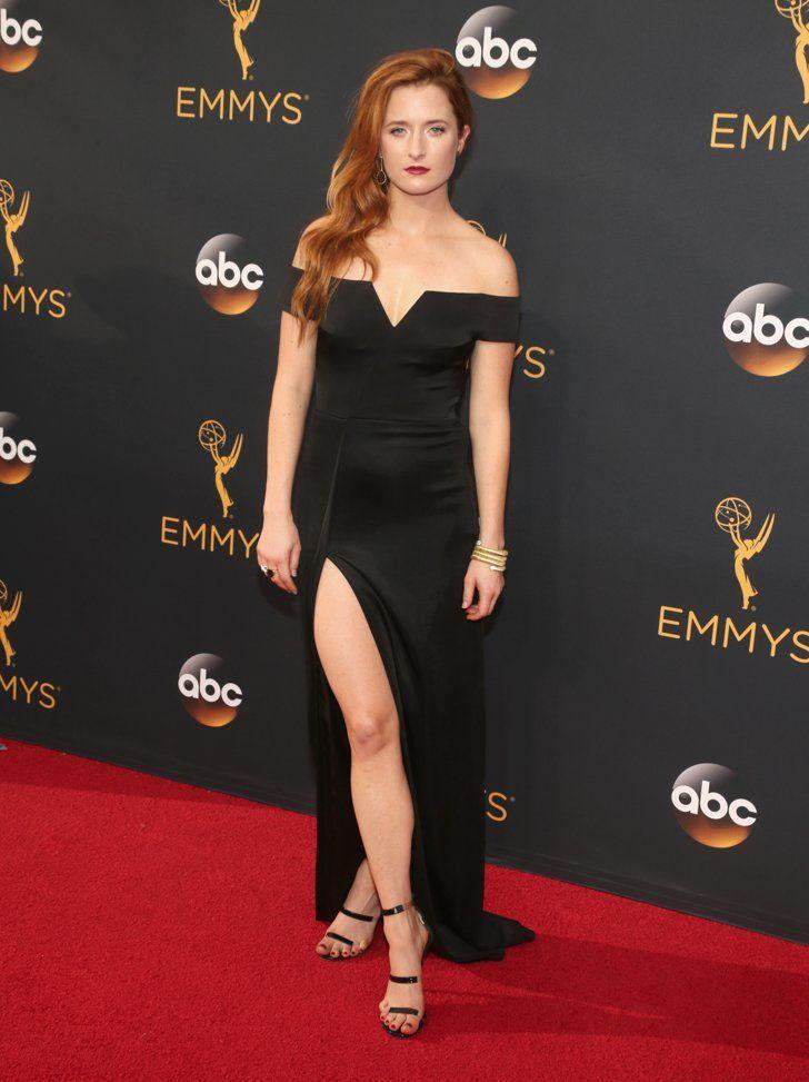 Retour Sur le Tapis Rouge des Emmy Awards 2016 Grace Gummer Portant une tenue signée Galvan.