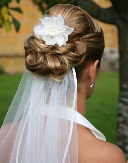 bruidskapsels_opsteken_bloemen_7