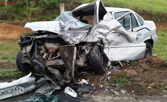 Motorista morre após grave acidente entre dois veículos em rodovia de Apiacá