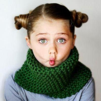 Ou duas golas fáceis em tricô.       A moça que me abençoou com a receitinha genial dessa semana, está no Ravelry, Etsy e Pinterest e faz p...