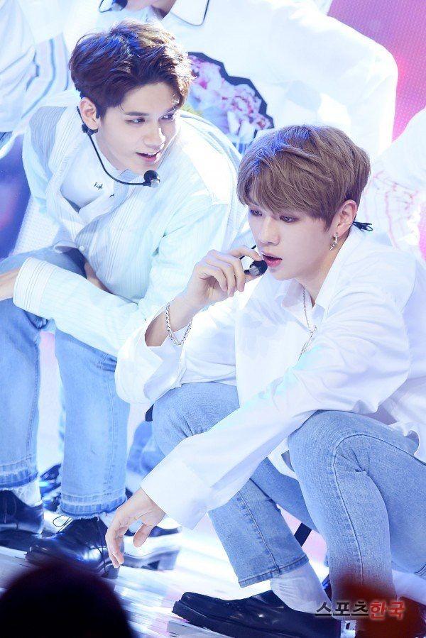 Wanna-One - Seongwoo and Daniel
