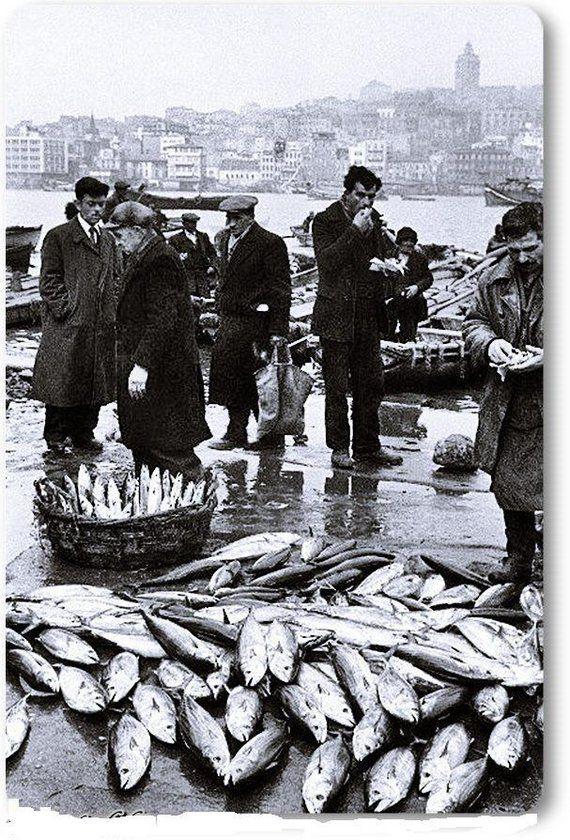 istanbul_Eminönü - 1950 şimdi denizde balık mi kaldı. Kordon güzelim deniz ne hale geldi.