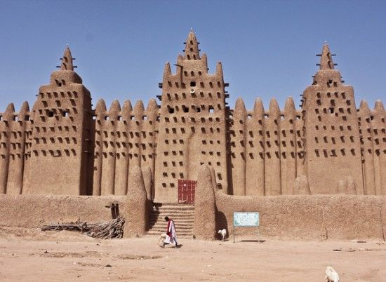 The Great Mosque of Djenné, Mali. The structure is the largest mud brick building in the world and was built in 1907.
