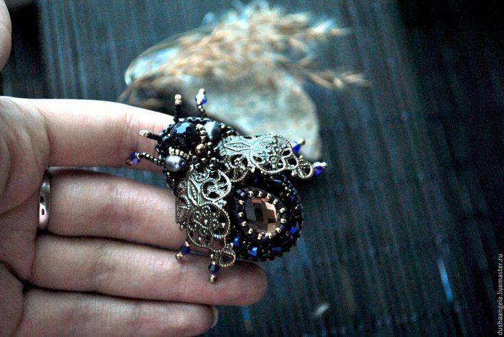 """Купить брошь из бисера """"Винтажная мушка"""" - комбинированный, брошь ручной работы, насекомые, необычное украшение"""