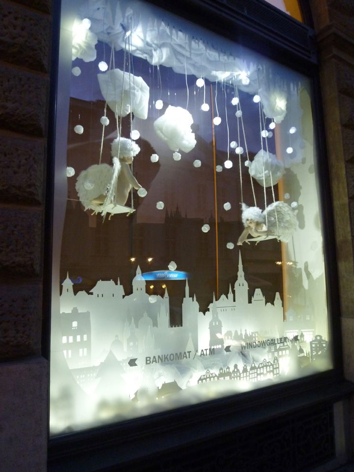 Interactive christmas window display by Wellen, Prague - We love shops and shopping - seanmurrayuk.com & www.facebook.com/shoppedinternational