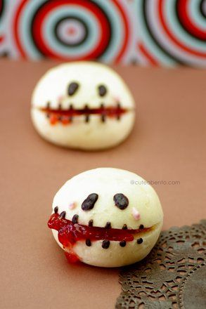fun food kids brötchen marmelade Jam bread halloween creepy gruselig spooky skelett schädel blood blut skull snack