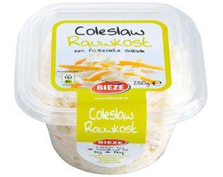 Coleslaw rauwkost is een lekkere rauwkostsalade met knapperige witte kool en wortel die heerlijk als bijgerecht geserveerd kan worden.