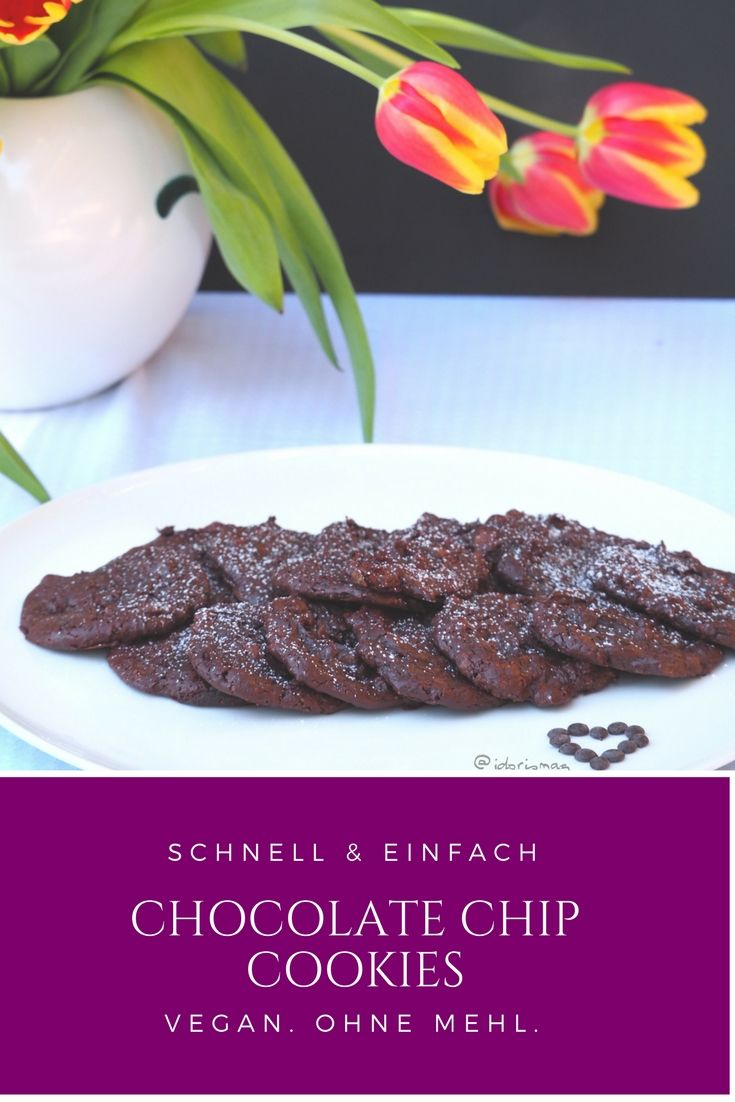 Vegane Chocolate Chip Cookies. Ohne Mehl. Wenige Zutaten, schnelle Zubereitung, kurze Backzeit. Glutenfrei. Vegane Schokolade Cookies mit Schokoladestückchen.