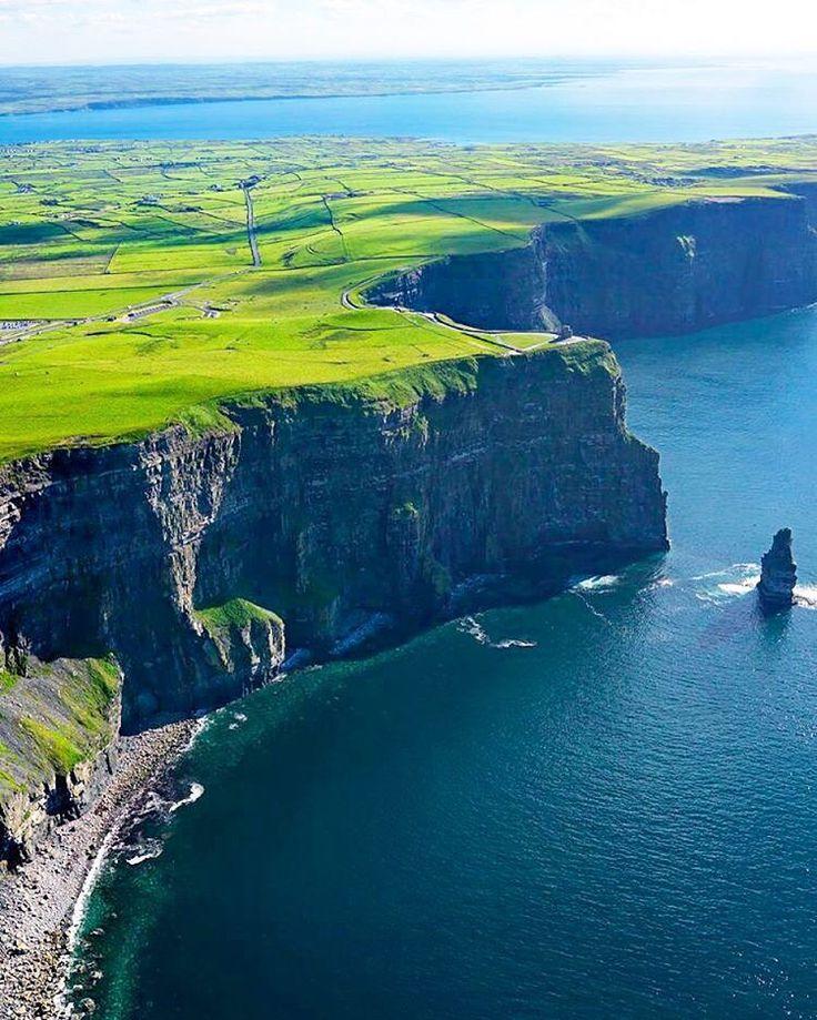モハーの断崖、あなたが#VacationWolfwww.VacationWolf.comwith上空を飛ぶだろうIrelandタグ