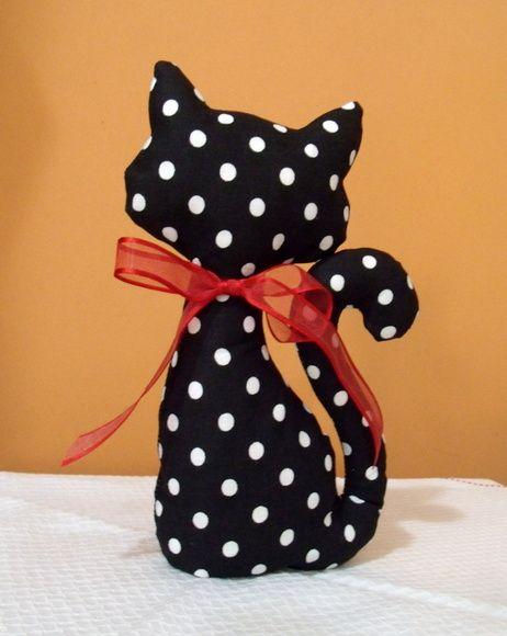 Simpático gato peso de porta, feito em tecido 100% algodão, com diversas estampas à sua escolha. R$ 22,00