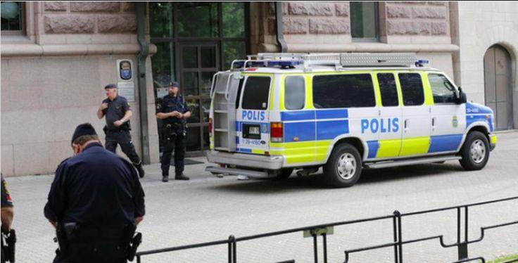 Tijdens het rockfestival 'Putte i Parken' in het Zweedse Karlstad zijn meer dan twintig meisjes in de leeftijd van 12 en 18 jaar aangerand door een groep mannen. Ondanks de aanwezigheid van politie kon de groep hun gang gaan. Het is nog niet bekend wat de identiteit van de mannen is.