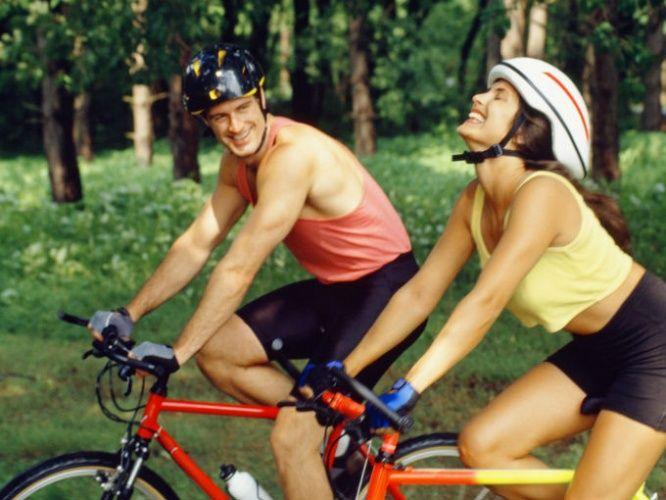 Actividad física, deporte, montar en bicicleta, respirar aire puro, salud fisica