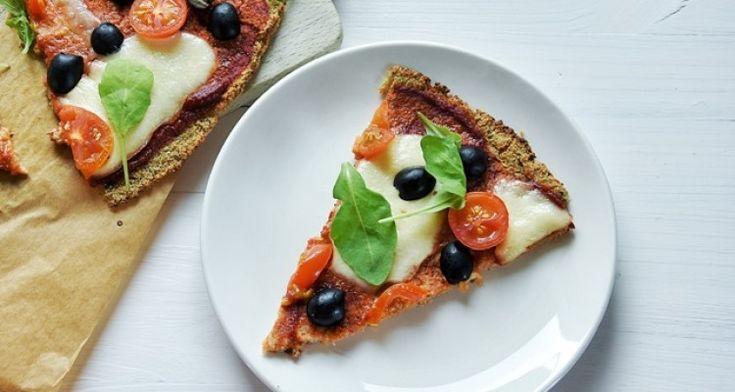 Pizza z kalafiora (bez drożdży) | Natchniona