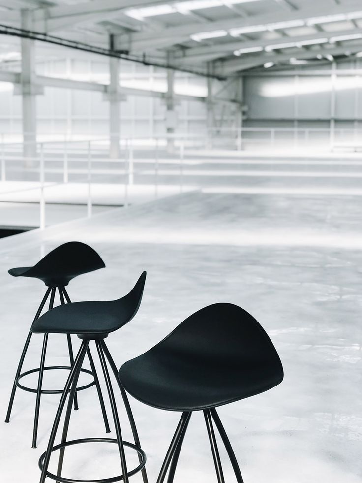 The new STUA factory is coming along wide and full of light. Here Jesus Gasca's Onda stool. ONDA: www.stua.com/design/onda