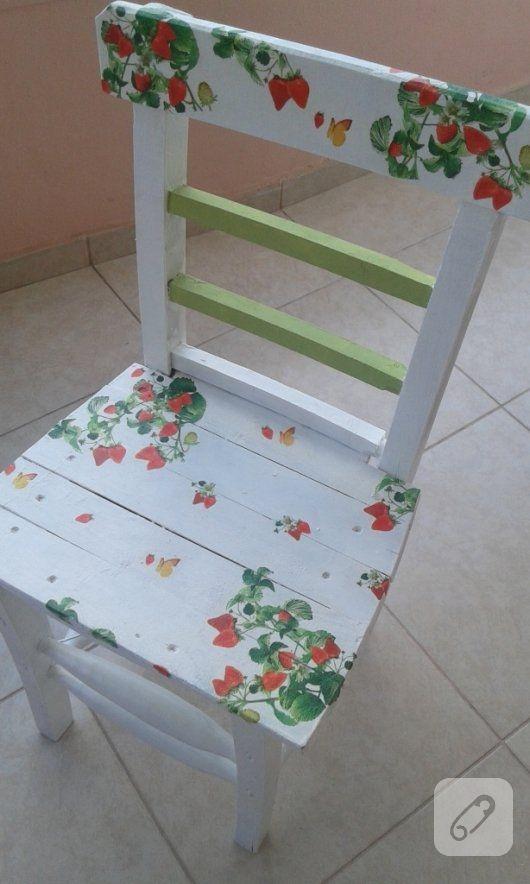 Polisan x1 su bazlı boya ile beyaza boyanmış ahşap sandalye üzerine çiçekli peçete dekupaj uygulanmış ve bakın nasıl da hoş bir mobilya yenileme çalışması olmuş...