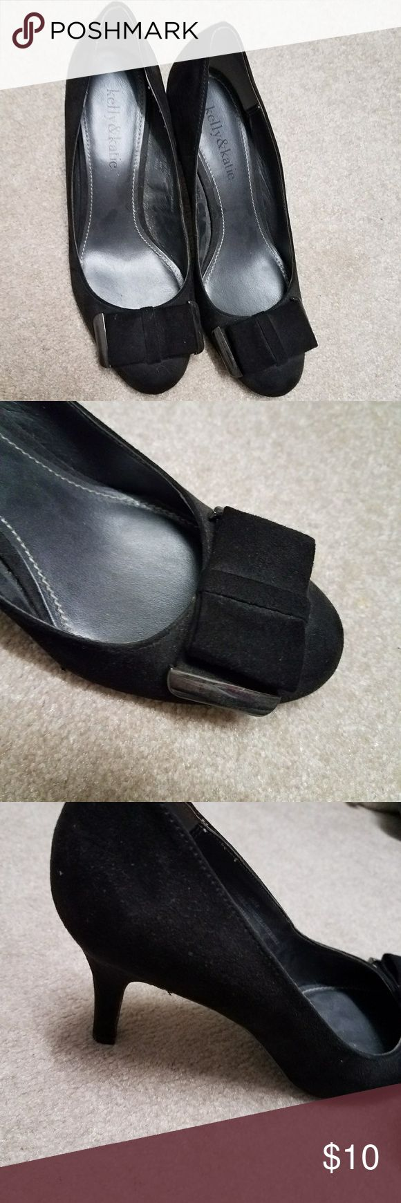 Kelly & Katie black heels with bow Suede-like material. Adorable bow on toe with metal detail. In good condition. Size 6. Perfect for work or a fun night out. Kelly & Katie Shoes