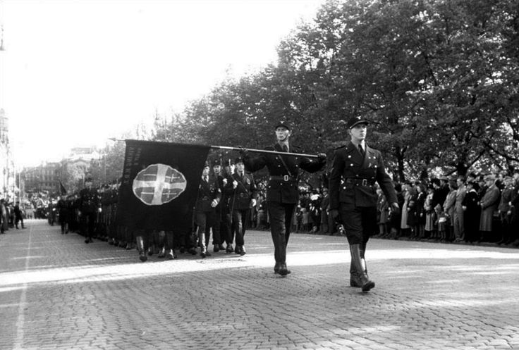 Norwegian Hirden members march through the streets of Oslo. Hirden was a Norwegian paramilitary organization created in German-occupied Norway and modeled after the German Sturmabteilung (SA). It was the paramilitary wing of the Norwegian fascist collaborationist Nasjonal Samling government headed by Vidkun Quisling. Oslo, Eastern Norway, Norway. June 1942.
